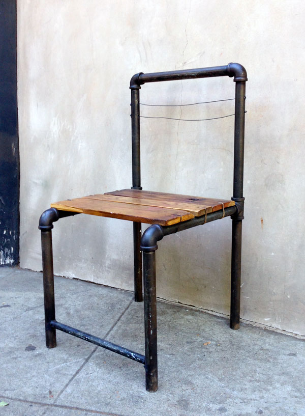 5 industrial style pipe chairs how to build them for Sillas montevideo