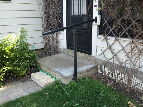 15 customer railing examples for concrete steps for Concrete patio railing