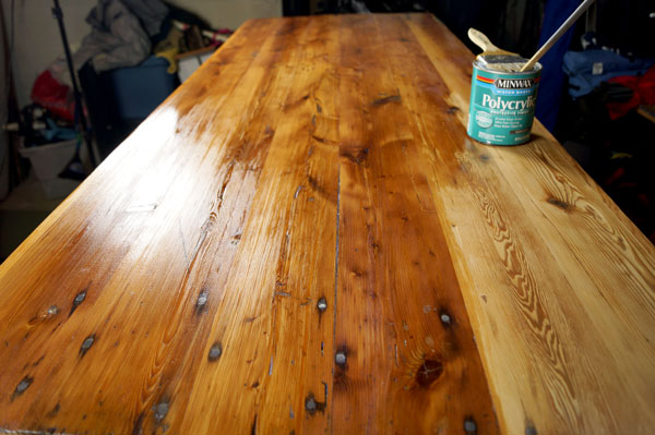 Applying Polyurethane to the Tabletop