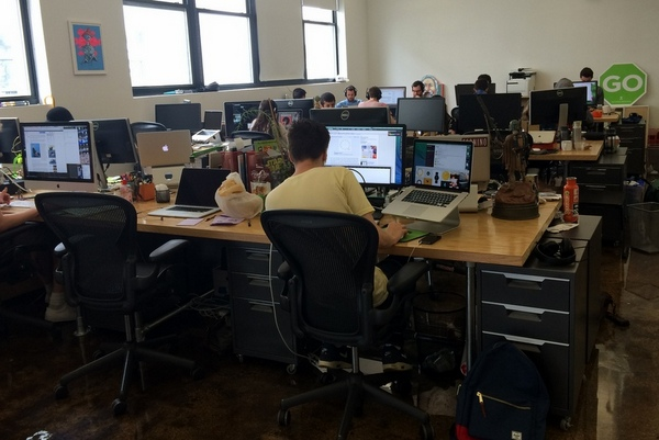 Easy to Build Desks for Open Workspaces