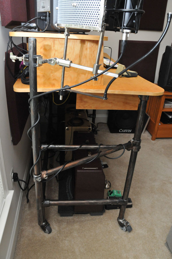 Rolling Recording Desk with Microphone Stand