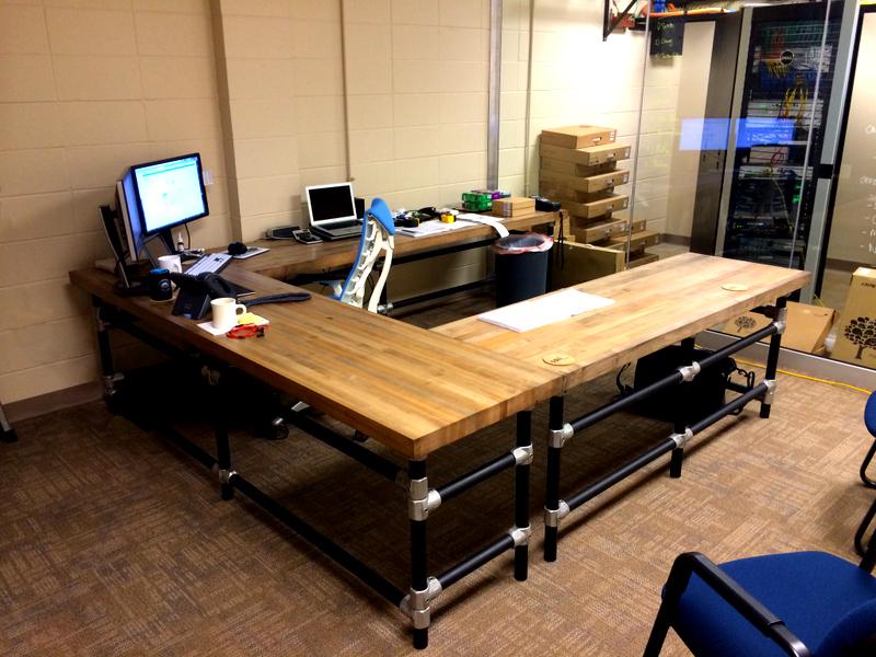 Butcher Block Computer Desk 800 x 600