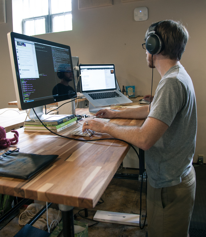 Building an adjustable height standing desk video - Stand up office desk ...