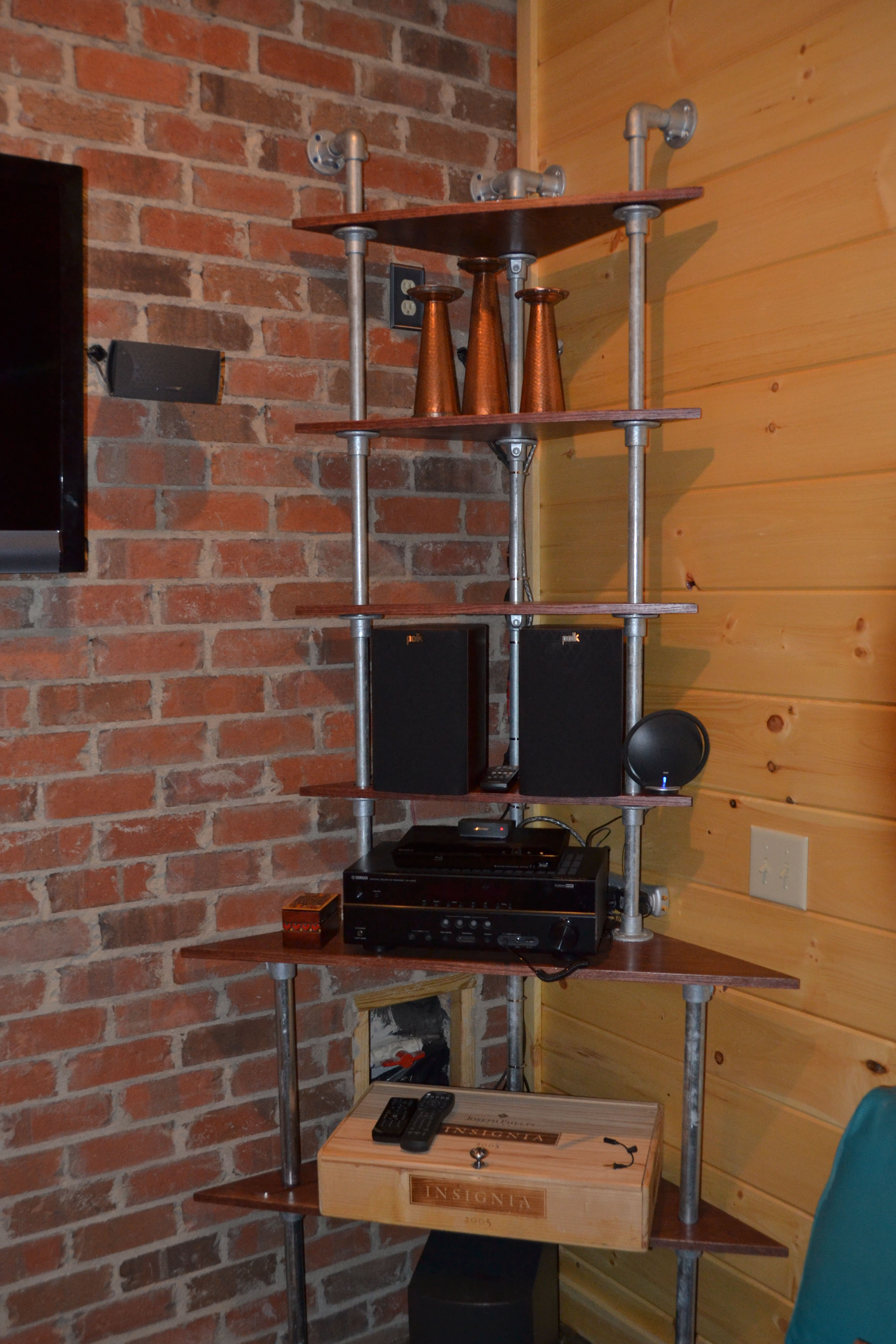 59 diy shelf ideas built with industrial pipe simplified. Black Bedroom Furniture Sets. Home Design Ideas