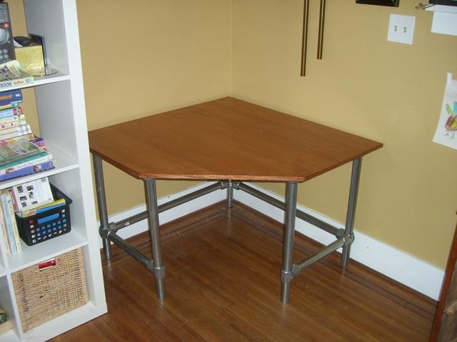 corner desk plywood pipe fittings simplified building. Black Bedroom Furniture Sets. Home Design Ideas