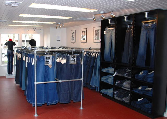 Store view of Kee Klamp Clothing Racks