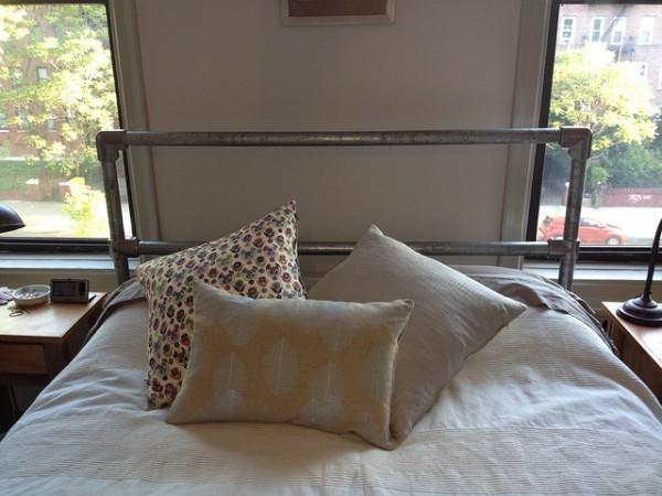 Bett aus Rohrverbindern und Rohr