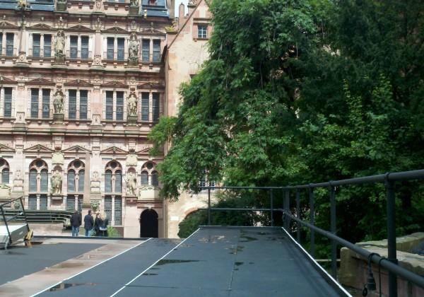 Sicherheitsgeländer am Schloss in Heidelberg