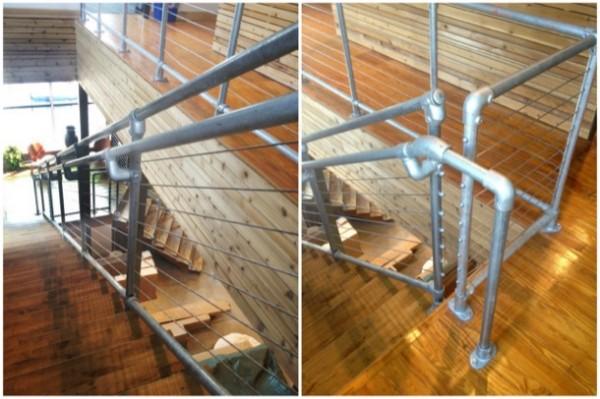 Treppengeländer aus Rohrverbindern mit Stahlseilen