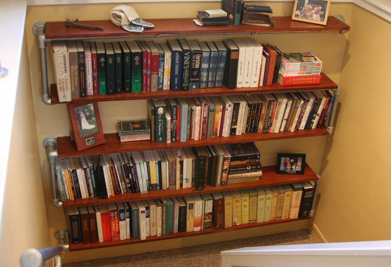 Boekenkast in S-vorm
