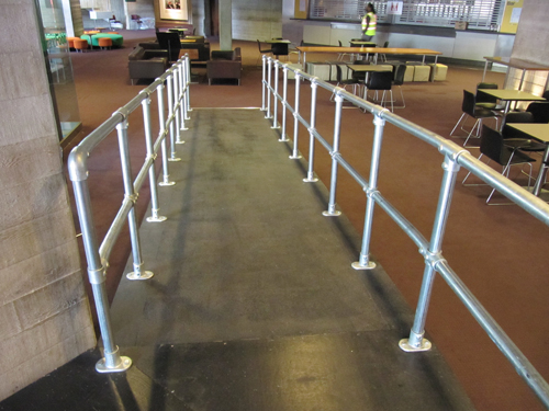 60 Portable Handrail : Simple handrails constructed with tube clamps