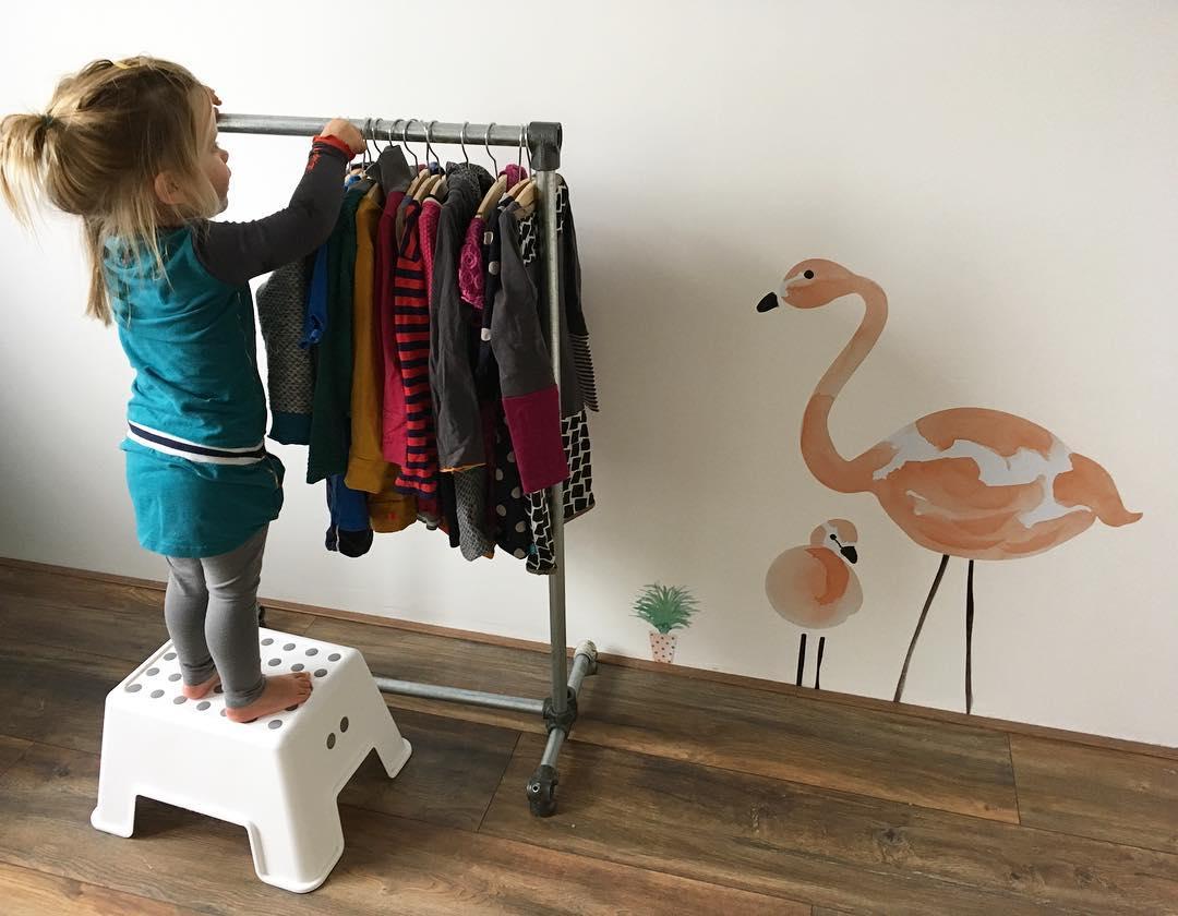 Children's clothing rail DIY