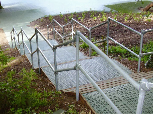 Galvanized steel pipe railing made with kee klamp
