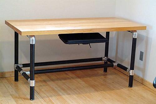 Eisen-Tisch aus Rohrverbindern