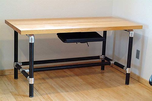 """Iron Desk"" - DIY Kee Klamp Desk"